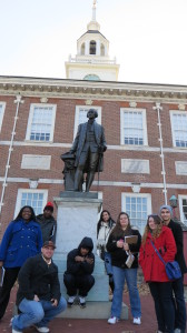 Students pose with the statue of George Washington outside of  Independence Hall (Dr. Sheri Whalen).